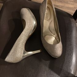 Bandolino Bling Shoes Size 6.5 for Sale in Georgetown,  TX
