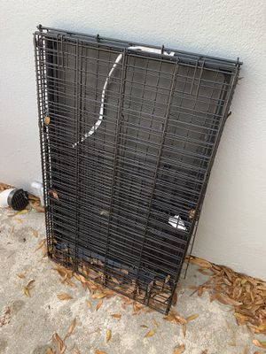 Medium size dog crate for Sale in Tampa, FL