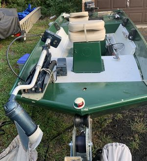 14' Lowe Jon boat great for fishing for Sale in Lansdale, PA