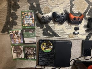 Xbox one , games, 3 controllers, charger and batteries for Sale in CHATT HILLS, GA