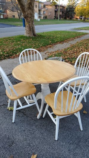 Kitchen table and chair set for Sale in North Tonawanda, NY