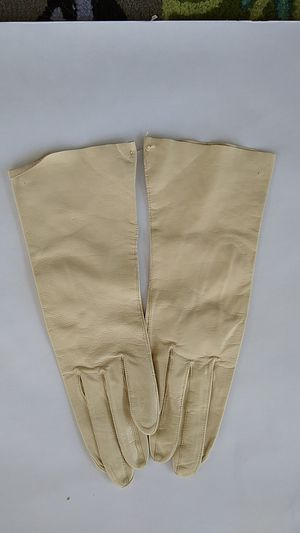 Vintage 1940*1950 Doeskin Gloves New for Sale in High Point, NC