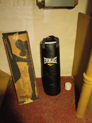 Everlast punching bag for Sale in Cleveland, OH