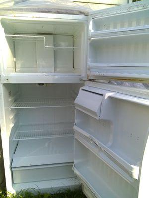 Ge. refrigator / freezer. mid size 14.6 cu ft for Sale in Monroe Township, NJ