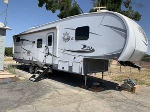 Like New 2020 Highland Ridge Fifth Wheel for Sale in Reedley, CA