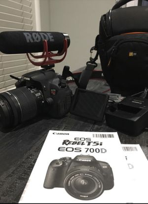 Canon Eos Rebel T5i Video Creator Kit with 18-55mm Lens for Sale in Long Beach, CA