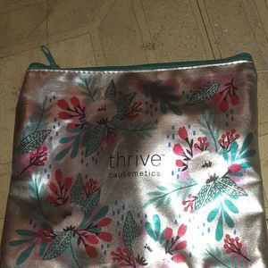 Thrive Cosmetics Makeup Hand Bag for Sale in Grand Prairie, TX