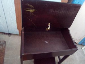 Kids desk and chair for Sale in Las Vegas, NV
