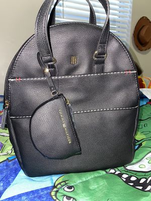 tommy hilfiger backpack for Sale in Miami, FL