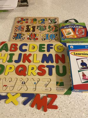 Puzzles, flash cards, sequence game lot for Sale in Kaneohe, HI