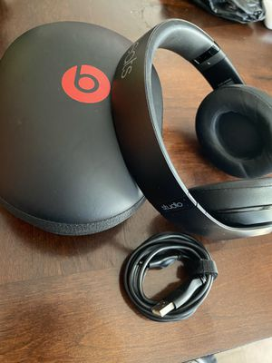 Beats studio wireless headphones (Matt black) for Sale in San Tan Valley, AZ