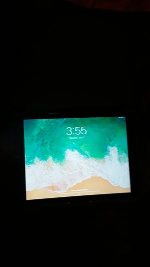 I pad 5 32 gig with case for Sale in Seattle, WA
