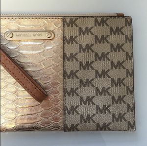 Michael kors wristlet for Sale in Wheat Ridge, CO