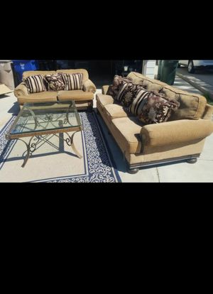 SOFAS AND TABLE (CARPET NOT INCLUDED ) for Sale in Bakersfield, CA