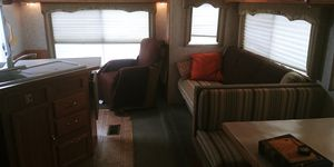 2004 Tahoe 28.5FT Travel Trailer by Thor for Sale in Las Vegas, NV