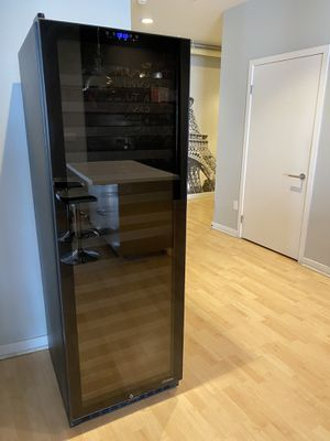 Vinotemp Wine Cooler Dual Zone Approx 142 bottles for Sale in Marina del Rey, CA