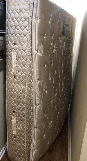 KING Serta pillow top mattress - FREE for Sale in FL, US