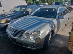 08 e350 station wagon estate Benz for parts for Sale in Riverview, FL