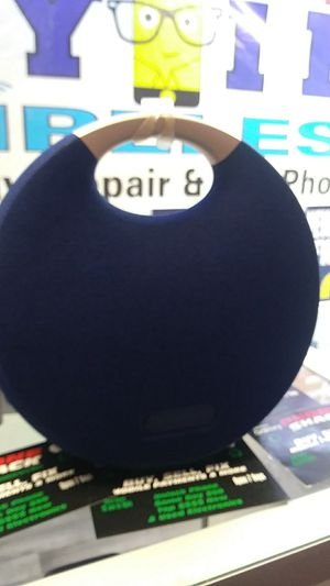 Blue tooth speaker model harman/kardon for Sale in Tinley Park, IL