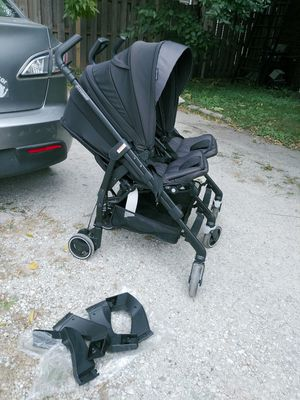Double stroller Maxi Cosi with adapters for car seats for Sale in Chicago, IL