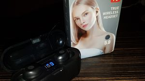Wireless headphone for Sale in Victorville, CA