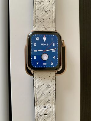 Apple Watch 4 40 - Rose Gold Stainless Steel for Sale in San Diego, CA