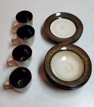 Dish set of 4 for Sale in Redding, CA