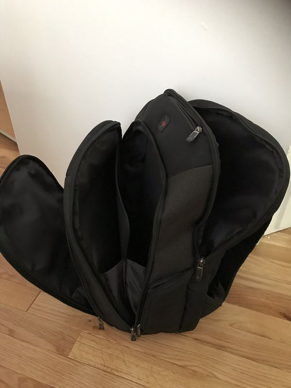 Final sale, pick up on Weekend !Solo laptop backpack ( black and gray)