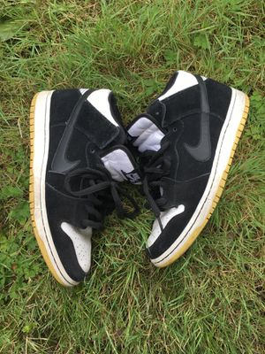 2011 Nike sb dunk mid men's size 9 for Sale in Seattle, WA