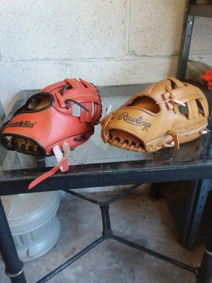 1 RAWLINGS & 1 FRANKLIN BASEBALL GLOVES & BALL FOR A SMALL CHILD ⚾️⚾️ for Sale in Southbridge, MA