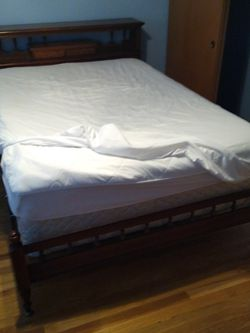 Queen Size Bed for Sale in Sammamish,  WA