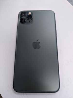 iPhone 11 pro MAX 64 GB unlocked store Warranty excellent condition for Sale in Winter Hill, MA