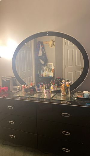 Dresser and mirror for Sale in Chelsea, MA