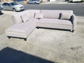 NEW 7X9FT ANNAPOLIS LIGHT GREY FABRIC SECTIONAL CHAISE for Sale in San Diego,  CA