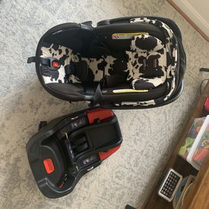 Britax Infant car Seat And 2 Bases for Sale in Alexandria, VA