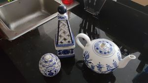 Zwiebelmuster tea pot and 2 a Bombay decoration for Sale in Miami, FL