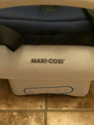 Maxicosi convertible car seat lightweight for Sale in El Paso, TX