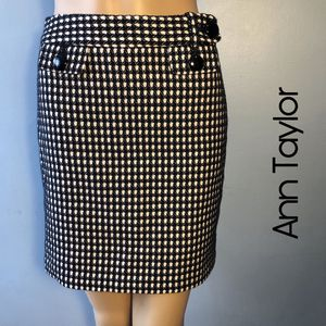 Ann Taylor Black & White Skirt Size 00P for Sale in Philadelphia, PA