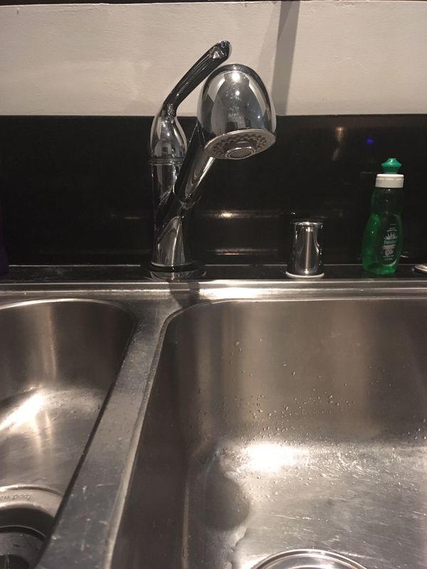 Chrome Kitchen Sink Faucet with extendable Rain Head