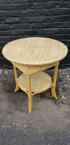 2 tier wicker side/end table for Sale in Park Ridge, IL