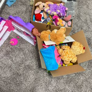 Free Girl Toys Come Pick Up Sunday. for Sale in Chino, CA