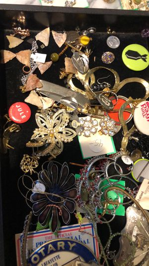 My loss is your gain! Flipping opportunities! Lots of jewelry and collectibles going cheap! for Sale in Oakland, CA