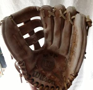"""Wilson A2975 MVP snap action baseball glove 12"""" for Sale in Fresno, CA"""