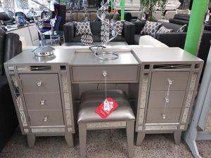 Vanity desk + stool for Sale in Hialeah, FL
