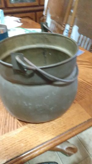 Old brass pot that needs polished for Sale in Ward, AR