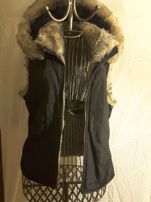 Black hooded vest with fur lining for Sale in Glenview, IL