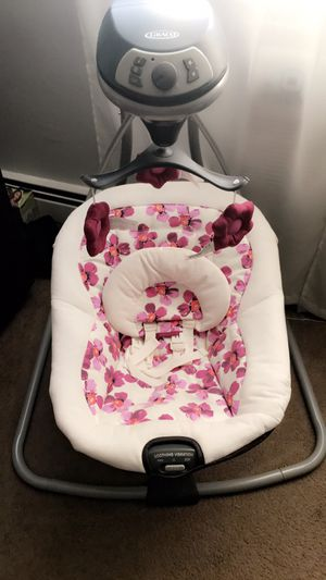 Baby Swing ( Girl ) for Sale in Morrisville, PA