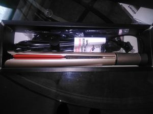 Profession 2 in 1 hair straightener for Sale in Nashville, TN