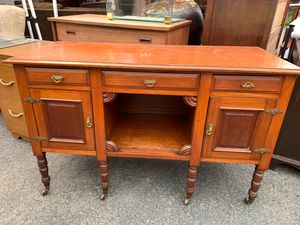 Buffet console for Sale in Ashland, OR