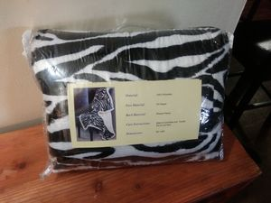 Zebra print throw blanket for Sale in Lorain, OH